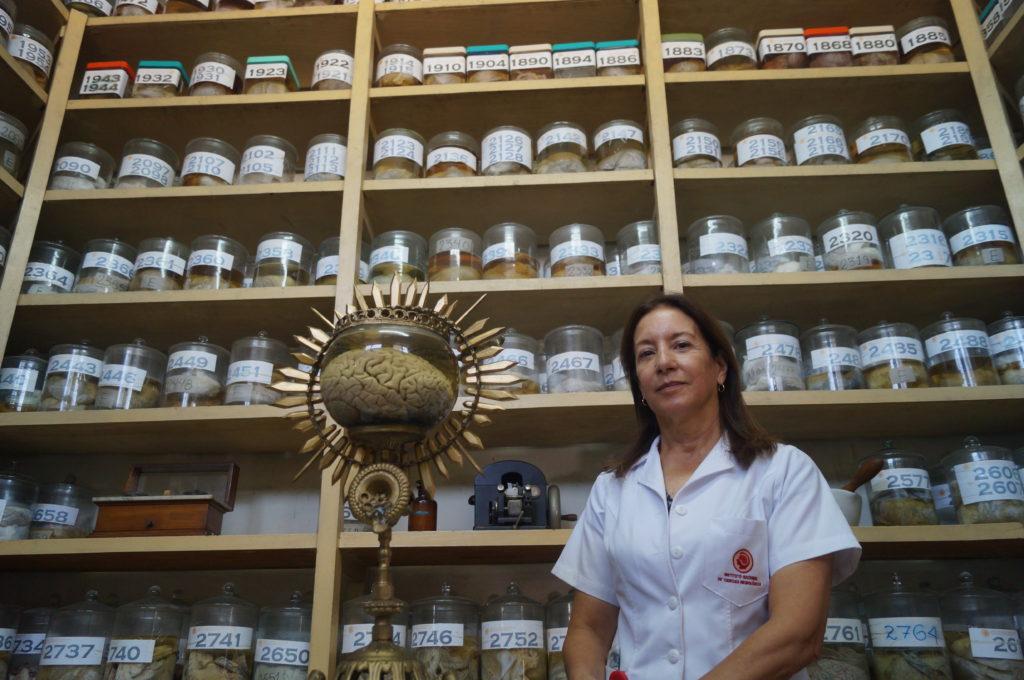 Dra. Diana Rivas en el Museo del Cerebro