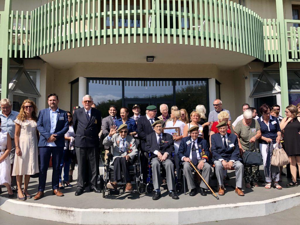 Los veteranos de guerra de la brigada Piron y sus familias están acudiendo a diferentes conmemoraciones en Francia.