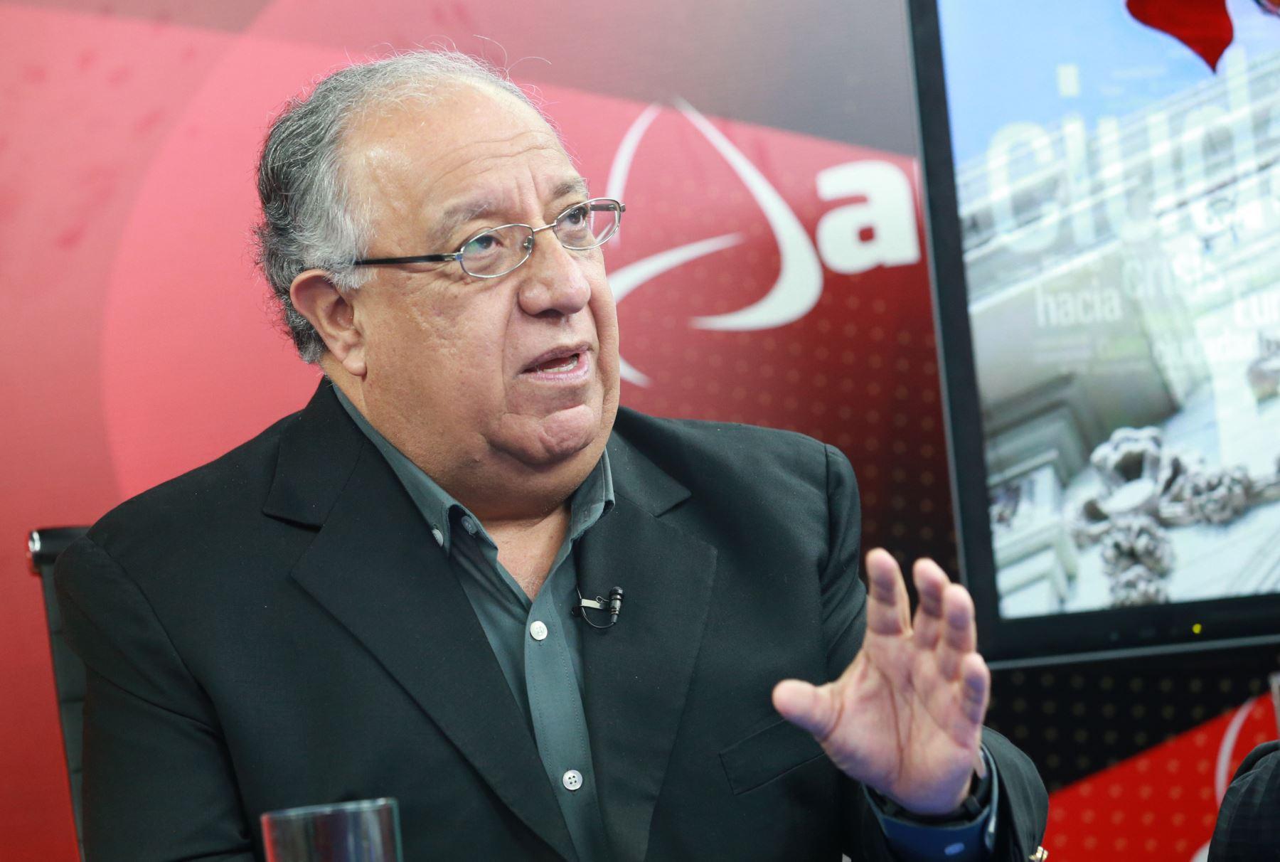 Tuesta declaró a Andina que él calculaba que solo siete u ocho partidos conseguirían pasar la valla electoral. Fuente: Andina.